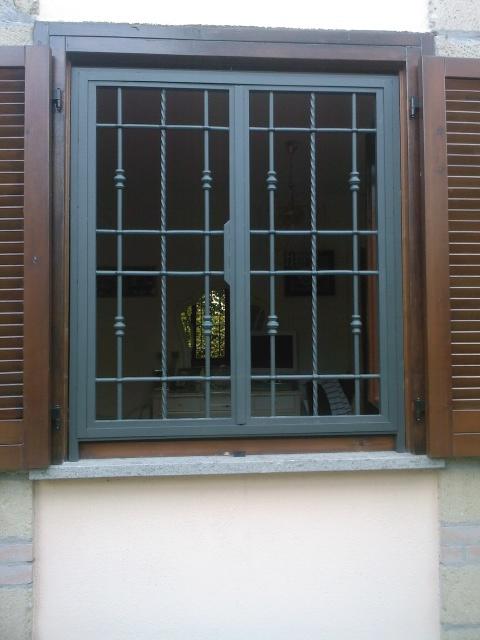 Grate in ferro roma la fer pi - Grate in ferro battuto per finestre ...