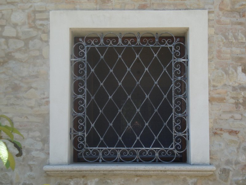 Grate in ferro roma la fer pi for Grate in ferro battuto immagini