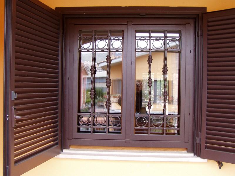 Realizzazione di inferriate roma la fer pi - Grate in ferro per finestre prezzi ...