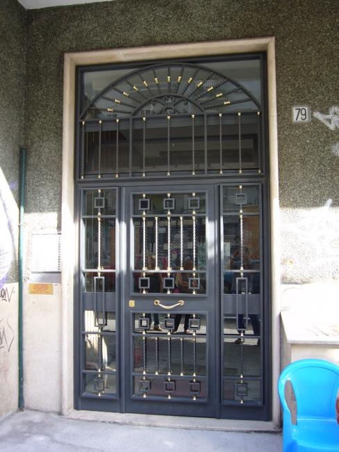 Realizzazione portoni e portoncini di ingresso in ferro - Portoni di casa ...