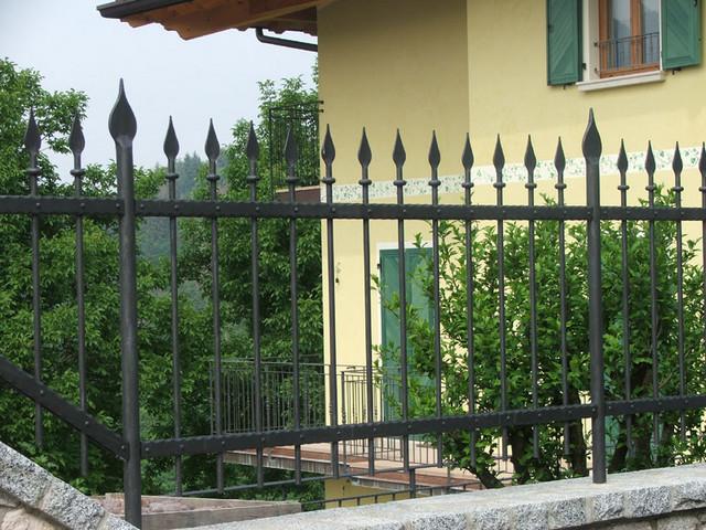 Realizzazione recinzioni in ferro roma laferpi - Recinzioni giardino ...