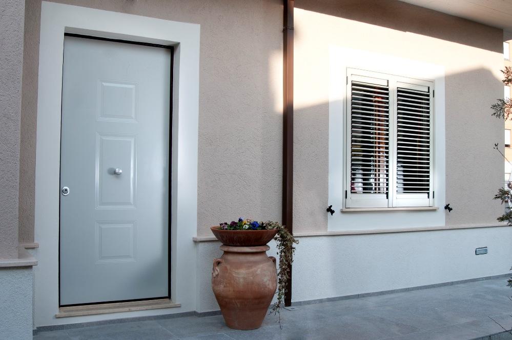 Realizzazione rivestimenti personalizzati per porte - Pannello decorativo per porte ...